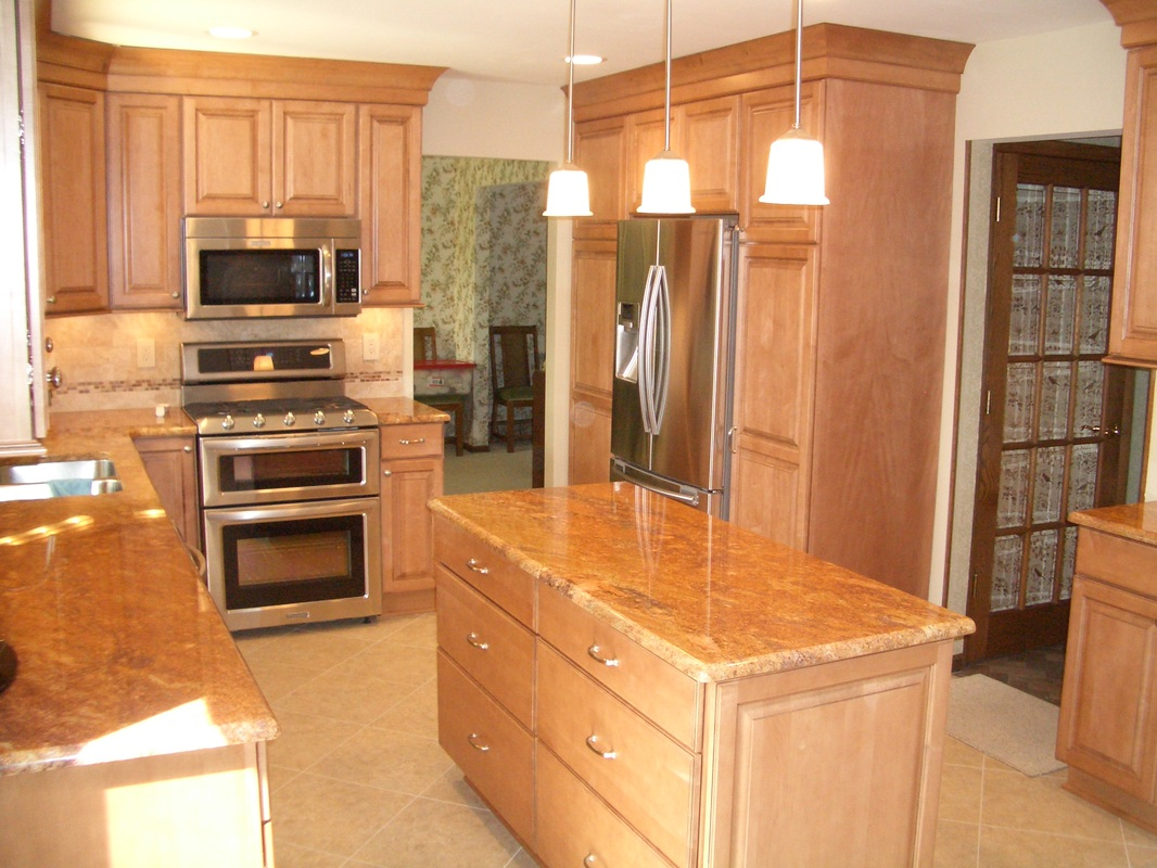 Photos kitchens with painted maple or rustic alder for Maple cabinets